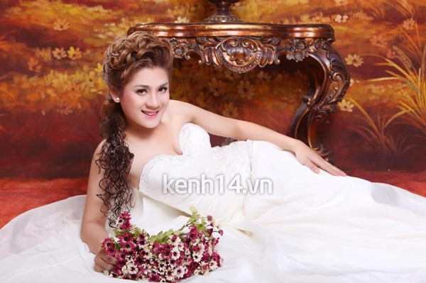 lam-chi-khanh-khoe-anh-cuoi-toan-than