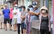 Người dân Đà Nẵng xếp hàng dài chờ xét nghiệm Covid-19