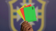 Giải mã bóng đá: Ai cũng biết về thẻ vàng thẻ đỏ, nhưng thẻ xanh có ý nghĩa gì?
