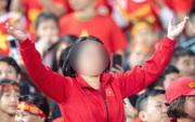 """Nhiều người tràn vào Facebook cá nhân để sỉ nhục nữ CĐV cầm loa hát """"Bay lên trời là em bay ra ngoài"""": Fan bóng đá có văn hóa thì không làm thế"""