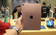 """Bất ngờ xuất hiện video """"trên tay"""" iPad Air 4, máy thật người thật!"""