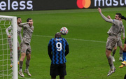 """Inter Milan bị loại tức anh ách vì tình huống đứng vị trí hết sức vô duyên của """"nghệ sĩ hài"""" Lukaku"""