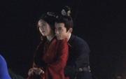 Triệu Lộ Tư đu đưa cưỡi ngựa với Ngô Lỗi nhưng lại bị netizen chê như mẹ chở con trai đi học