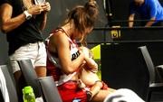 Nét đẹp thể thao: Cảm động khoảnh khắc nữ cầu thủ bóng rổ vừa thi đấu vừa cho con bú ngay trên sân