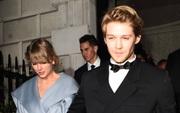 """Taylor Swift đúng là chuyên gia """"lượm"""" Grammy, đến anh nhà Joe Alwyn cũng """"thơm lây"""" có ngay 1 chiếc rồi!"""
