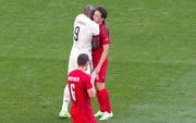 Giữ đúng lời hứa, tuyển Bỉ và Đan Mạch dừng bóng phút thứ 10 để tất cả cùng nhau vỗ tay tri ân Eriksen