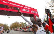 Khoảnh khắc lịch sử của nhân loại: Giới hạn của con người bị phá vỡ khi lần đầu tiên có người chạy marathon 42 km dưới 2 giờ