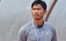 """HLV trưởng U19 Thái Lan từ chức sau thất bại đáng xấu hổ: """"Đừng đổ lỗi cho các cầu thủ, hãy đổ hết trách nhiệm lên tôi"""""""