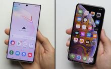 """Trông thì """"cong cớn"""" nhưng màn hình Galaxy Note 10+ lại ăn đứt iPhone XS Max"""