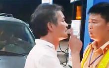 Tài xế xe biển xanh tát CSGT ở Thanh Hoá chỉ là người sửa xe hộ?