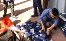 Nhân viên đường sắt phát hiện hành khách vận chuyển hơn 100 cây thuốc lá lậu