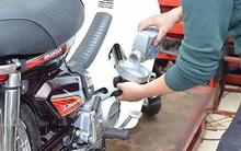 Thay dầu xe máy là chuyện bình thường, thế nhưng ngay cả những thợ sửa xe đến hói cả đầu vẫn còn nhầm lẫn