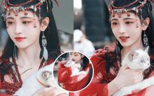 """Cúc Tịnh Y """"hiện nguyên hình"""" làm phượng hoàng đỏ đẹp chạm đỉnh, makeup vẫn lố nhưng thôi kệ một lần vậy!"""