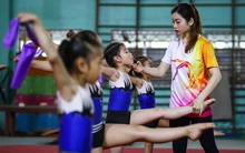 """Từ Nữ hoàng thể dục dụng cụ đến cô giáo Hà Thanh: """"Tan chảy khi tụi nhỏ nói con yêu cô lắm!"""""""