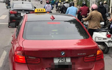 BMW tiền tỉ gắn biển taxi chạy trên phố Hà Nội khiến người đi đường xôn xao, chụp ảnh đăng lên MXH