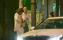 """Sau cuộc """"đụng độ"""" với Khánh My, Nhã Phương rời sự kiện cùng đi ăn ở một quán quen với chị gái"""