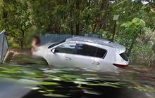 """""""Mây mưa"""" trên đường vắng bị xe Google chụp lại, cặp đôi lập tức khiến Internet rate 5 sao lia lịa"""