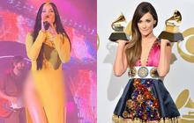 """Nữ ca sĩ mặc áo dài """"quên mặc quần"""" Kacey Musgraves: siêu sao nhạc Country mới nổi dự định soán ngôi Taylor Swift, kèn vàng Grammy cầm đầy tay"""