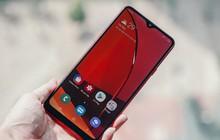 """Trên tay Galaxy A20s đỏ chót: Bản nâng cấp """"nhẹ"""", thêm camera, màn hình LCD, chip Snapdragon 450 và lựa chọn bộ nhớ 64GB"""