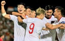 Duy Mạnh ăn mừng đầy cảm xúc khi có bàn thắng đầu tiên trong màu áo Đội tuyển Quốc gia