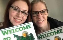 Quay lại trường sau 16 năm, bà mẹ quyết tâm theo đuổi ngành y cùng cô con gái 16 tuổi trên giảng đường đại học