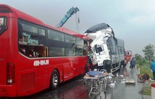 Nghệ An: Xe khách va chạm với xe tải, phụ xe tử vong, hàng chục người bị thương
