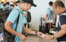 HLV Park Hang-seo nhờ Văn Toàn mua cà phê, hứa trả tiền đầy hài hước ở sân bay Bali