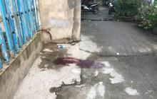 Thi thể người đàn ông bị vứt trước nhà dân, đầu có vết thương xuyên thấu
