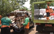 Người dân Indonesia hào hứng đổi rác lấy vàng
