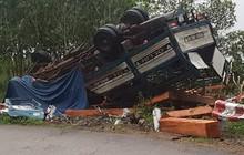 Xe tải mất phanh lật trên đèoVi Ô Lắc, 2 vợ chồng chết thảm trong cabin