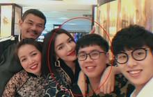 Lâu lắm gia đình Bích Phương mới chụp hình chung, ai cũng rạng rỡ nhưng cậu em trai ngày càng trổ mã mới chiếm spotlight