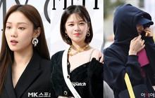 Lee Sung Kyung lấn át mỹ nhân TWICE tại sự kiện, bỗng người trùm đầu bí ẩn trà trộn vào đám đông chiếm trọn spotlight