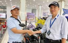 """Sau 1 ngày bàn giao lại xe máy, """"hiệp sĩ"""" Nguyễn Thanh Hải được tặng xe mới trị giá 50 triệu đồng"""