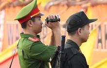 """Lực lượng an ninh sân Thiên Trường được """"sắm"""" trang bị đặc biệt này để kiểm soát CĐV trong ngày Nam Định trụ hạng"""