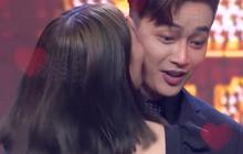 Cựu trưởng nhóm HKT bất ngờ bị fan nữ cưỡng hôn trên sóng truyền hình