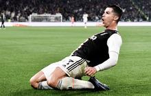 Video: Ronaldo độc diễn ghi bàn thứ 701 trong ngày nhận quà độc