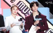 Idol gạo cội Sunmi và dàn tân binh AB6IX, ATEEZ, ITZY đổ bộ lễ hội châu Á, gây chú ý hơn cả là 2 MC nhà JYP với đôi mắt mèo đặc trưng