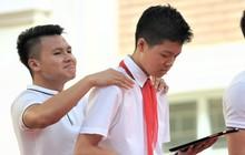 """Làm """"quân sư"""" có tâm như Quang Hải: Đấm bóp cho thí sinh thi thố để giành vé đi Malaysia cổ vũ tuyển Việt Nam"""