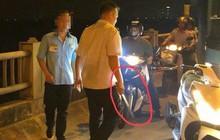 """Hà Nội: Tài xế, phụ xe """"hợp sức"""" cầm tuýp sắt đuổi đánh người vì bị nhắc nhở đi đúng làn"""