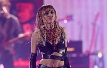 Giọng hát của Miley Cyrus gặp vấn đề nghiêm trọng, fan lo lắng về khả năng mất giọng mãi mãi do dùng nhiều chất kích thích và uống rượu