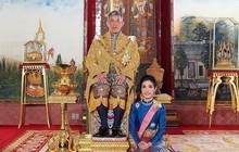 Sau tuyên bố phế truất, Hoàng gia Thái Lan nhanh chóng xoá mọi hình ảnh và lý lịch Hoàng quý phi khỏi website