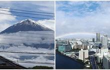 Ngay trước khi Nhật hoàng đăng quang, cầu vồng bất ngờ xuất hiện và núi Phú Sĩ đón đợt tuyết đầu tiên trong sự ngỡ ngàng của người dân