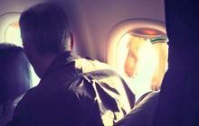 Vị khách vô duyên hồn nhiên phơi tất bốc mùi trên cửa sổ máy bay khiến tất cả những người đi cùng phát khiếp