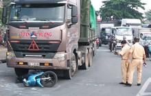 TP. HCM: 2 vợ chồng trẻ bị xe container cán tử vong trên đường đưa con đi học, bé gái 5 tuổi bị thương nặng