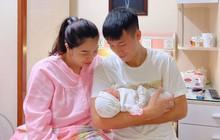 Khoảnh khắc gia đình hạnh phúc của Bùi Tiến Dũng gây sốt MXH sáng nay, diện mạo con gái nhỏ được quan tâm đặc biệt!