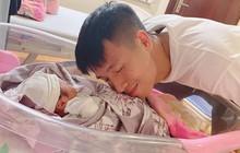 Khánh Linh sinh con gái đầu lòng, vậy là Bùi Tiến Dũng đã lên chức bố rồi!