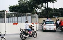 """Hà Nội : Rào chắn thêm tuyến đường Lê Đức Thọ - Lê Quang Đạo phục vụ thi công đường đua F1, người dân lại """"than"""" tắc đường"""