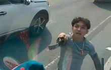 Thanh niên vung kiếm chửi tài xế bị xử phạt hành chính