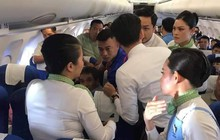 Bác sĩ mặc áo FC Barcelona nhanh trí cứu sống người phụ nữ gặp nguy hiểm tính mạng trên chuyến bay Hà Nội - Buôn Mê Thuột