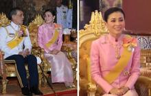 Hoàng hậu Thái Lan lần đầu xuất hiện sau khi Hoàng quý phi bị phế truất, tươi cười rạng rỡ bên Quốc vương trong sự kiện mới nhất